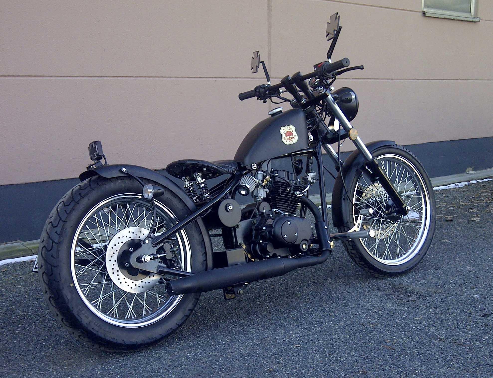 old school bobber 125 ccm de cleveland cyclewerks avec. Black Bedroom Furniture Sets. Home Design Ideas